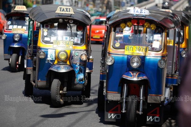The transport minister says Bangkok has too many tuk-tuks, and has ordered the Land Transport Department to control the numbers. (Photo by Jiraporn Kuhakan)