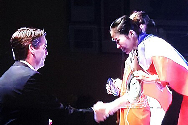 Thailand's Ratchanok Intanon (right) wins the Singapore Open title.