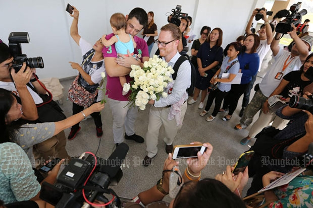 Spanish-American same sex couple Manuel Valero (left) and Gordon Lake with baby Carmen outside the Central Juvenile and Family Court last year. (Bangkok Post file photo)