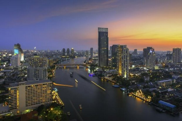 Top-brand hotels along the Chao Phraya River in Bangkok are already cutting rates as low season starts to cut occupancy rates below 80%. (Photo Courtesy of Skyscanner)