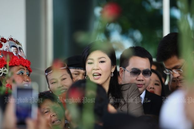 Former prime minister Yingluck Shinawatra is greeted by supporters as she arrived at the Supreme Court's Criminal Division for Persons Holding Politician Positions for the seventh hearing of prosecution witnesses in the rice-pledging programme case on Friday. (Photo by Pattanapong Hirunard)