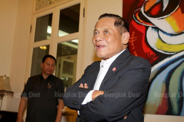 Banharn Silpa-archa talks to reporters at the Chartthaipattana Party headquarters on April 29, 2014. The former prime minister died on Saturday. (Photo by Apichart Jinakul)