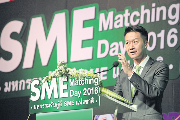 Patchara Samalapa, executive vice-president of Kasikornbank, speaks at SME Matching Day 2016, held by the bank and 'Post Today'  newspaper with the support of several organisations including Osmep. Tawatchai Kemgumnerd