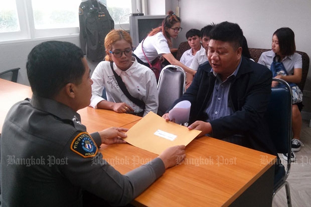 Members of a nationalist group submit a request to anti-crime police asking it to probe the source of financial support for the New Democracy Movement's anti-government activities. (Photo by Wassayos Ngamkham)
