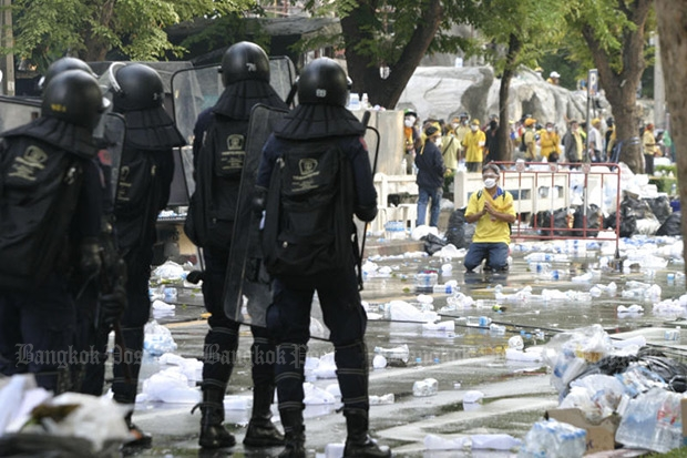 Yellow-shirt protesters surrender to riot police in front of parliament in Bangkok in this Oct. 7, 2008 file photo. (Photo by Sarot Meksophawannakul)