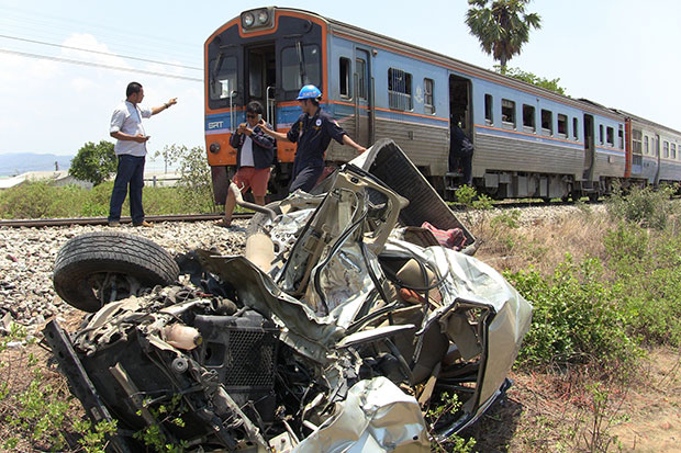 A pickup truck was destroyed after it was hit by a tourist train in Cha-am district in Phetchaburi on Friday. (Photo by Chaiwat Satyaeam)