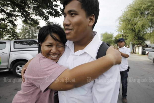 Patnaree Charnkij and son Sirawith 'Ja New' Seritiwat embrace outside the Bangkok Women's Correctional Institution after she was freed on bail. (Photo by Pornprom Satrabhaya)