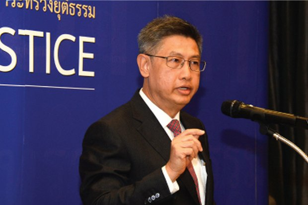 Permanent Secretary for Justice Charnchao Chaiyanukij, seen here addressing a press conference, related his replies last week at the UN Human Rights Commission's interrogation of Thailand. (Photos courtesy Ministry of Justice)
