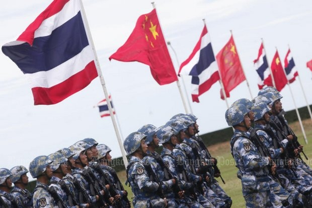 Chinese marines and Thai sailors march in the ongoing Blue Strike 2016 war games due to wind up next week in Chon Buri province. (Bangkok Post photo)