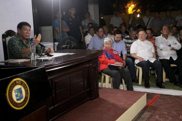 His selected cabinet ministers look on as Philippine president-elect Rodrigo Duterte calls for vigilante killings of drug dealers and corrupt journalists during a press conference at his Davao office. (AFP photo)