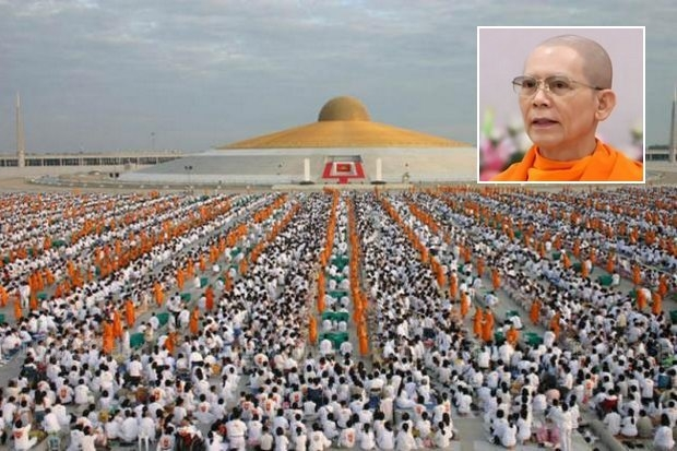 Phra Dhammajayo, founder and leader of the Dhammakaya sect, is reportedly bargaining with the DSI, agreeing to surrender to hear criminal charges, so long as he is immediately given bail. (Bangkok Post file photo)