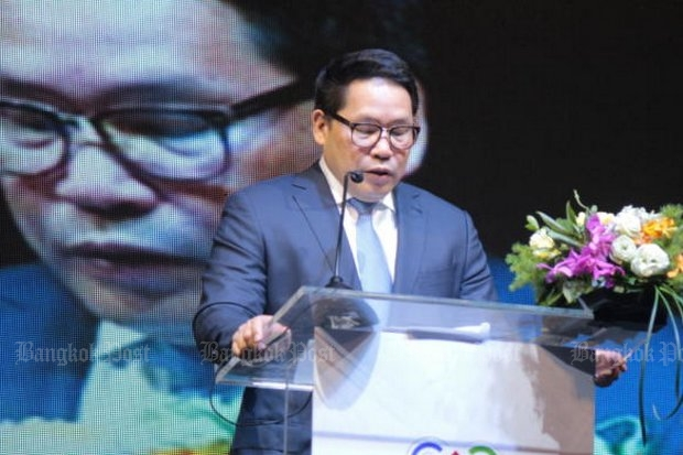 Uttama Savanayana, Minister of Information and Communications Technology, seen here Software Expo Asia last January, promised Monday the regime will always get a court order before intercepting internet traffic. (Photo by Kajornlert Hoksoonheng)