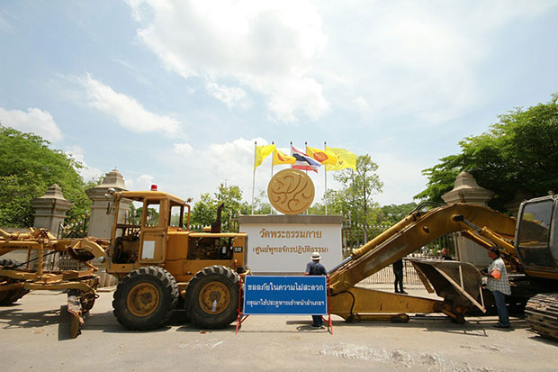 As the Department of Special Investigation has not reached Phra Dhammajayo in his headquarters Wat Phra Dhammakaya in Pathum Thani province, its investigators are probing land ownership of the controversial temple nationwide. (Photo by Pongpat Wongyala)