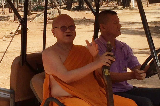 Phra Wisutthi Sarathera, or Luang Ta Chan, 61-year-old abbot of the Tiger Temple, appears briefly on a buggy behind its gate without any direct explanation to reporters on its tiger business in Sai Yok district, Kanchanaburi, on Thursday. (Photo by Piyarach Chongcharoen)