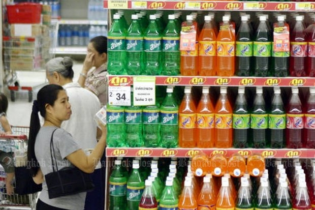 The cost of soft drinks will rise soon because of government plans to raise the tax on sweetened beverages, which it will try to sell as a health measure. (Photo by Pattarachai Preechapanich)