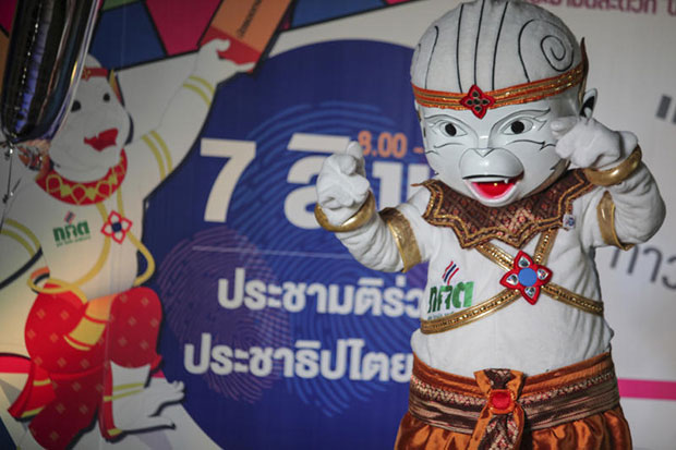 The Election Commission mascot to promote the charter referendum on Aug 7. (Photo by Wichan Charoenkiatpakul)