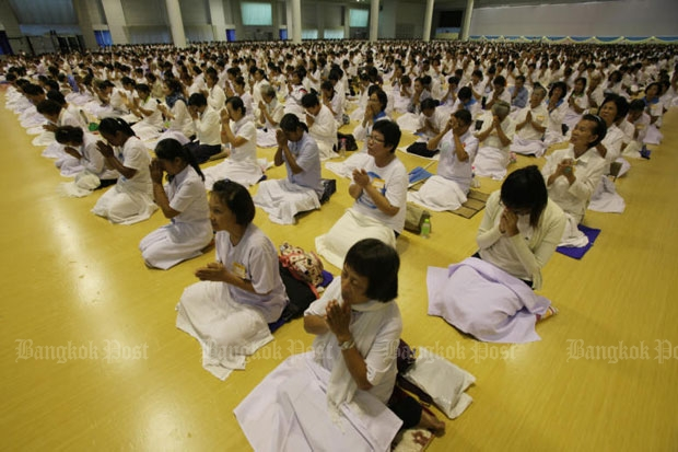 Followers of Phra Dhammajayo conduct normal acitivities at Wat Phra Dhammakaya in Khlong Luang district in Pathum Thani on Friday. (Photo by Apichit Jinakul)