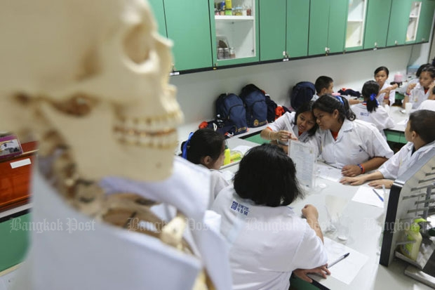 Students enjoy activities on Friday at the World Bietech Tour Thailand exhibition at the National Science Museum in Khlong Luang district in Pathum Thani. (Photo by Patipat Janthong)