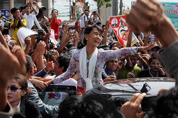 Aung San Suu Kyi came to Thailand and Samut Sakhon the first time she was released from house arrest by the former military dictatorship, but this week's visit will be as undoubted head of her country. (EPA photo)