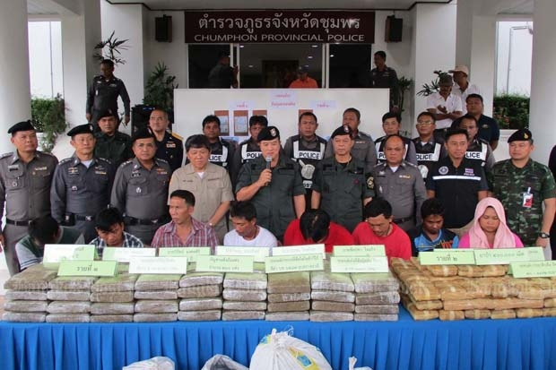 Authorities present eight suspected drug traffickers at the Chumphon provincial police headquarters on Monday. They were allegedly arrested with 400,000 speed pills and 260kg of marijuana worth over 125 million baht. (Photo by Amnart Thongdee)