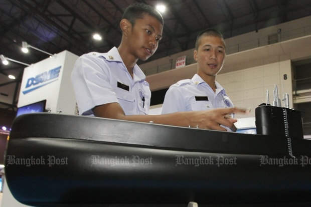 Naval students look at a model submarine at a vessel technology exhibition in Nonthaburi province early this year. The defence minister has confirmed the navy will buy Chinese submarines at a cost of 12 billion baht each, using a 10-year tied budget beginning in fiscal 2017.  (Photo by Apichit Jinakul)
