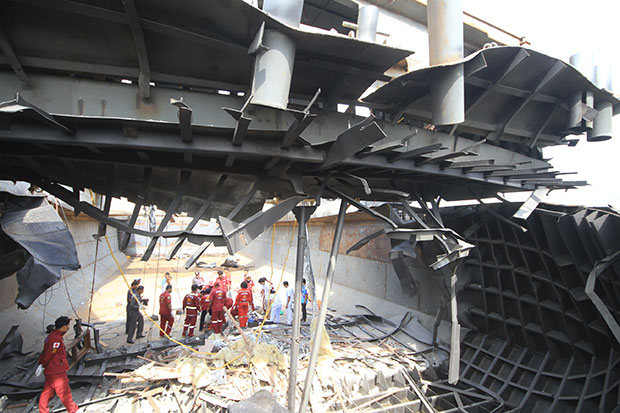 Officers inspect the damage following an explosion at a private shipyard in Bang Sai district of Ayutthaya in which four workers died on Friday. (Photo by Sunthon Pongpao)