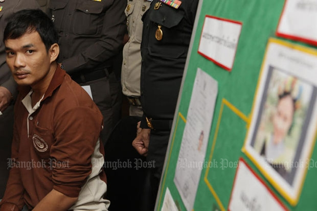 Chatree Ruamsungnoen, a suspect in the rape-murder case of a teacher in Kaeng Khoi district, Saraburi, is taken for a media briefing at the Provincial Police Region 1, on Monday. (Photo by Apichit Jinakul)
