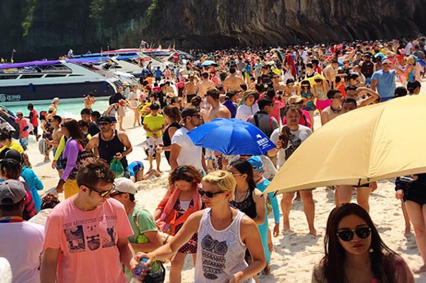 Standing room only at overcrowded Maya Bay beach. (Photo from Facebook page of marine biologist Thon Thamrongnawasawat)