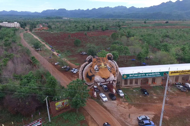 The entrance to the Tiger Temple in Sai Yok district, Kanchanaburi, is on part of the 931-rai of land the Agricultural Land Reform Office will seize on Friday. (Photo by Piyarach Chongcharoen)