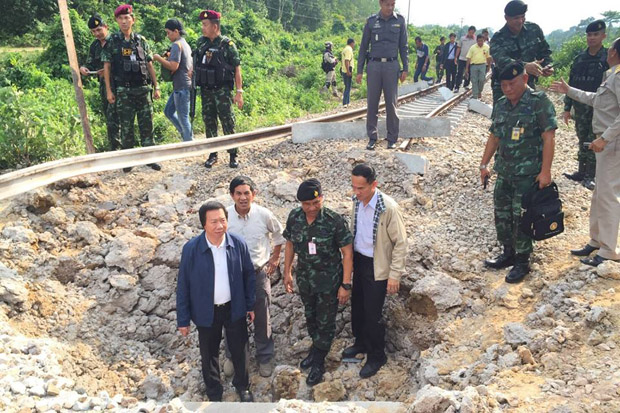 Wuthichart Kalyanamitra (below left), governor of the State Railway of Thailand, inspects a crater caused by the bombing on the southern track in Rueso district of Narathiwat on Tuesday. (SRT photo)