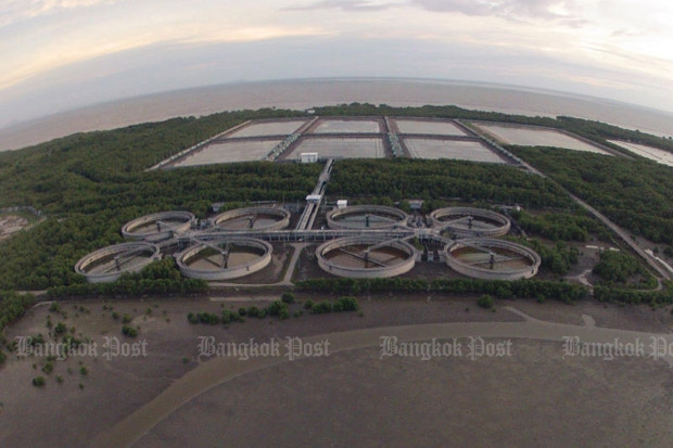 The nearly completed multi-billion-baht wastewater treatment facility in tambon Khlong Dan of Samut Prakan's Bang Bo district has been neglected for 13 years due to corruption scandal. (Photo by Pattarapong Chatpattarasill)