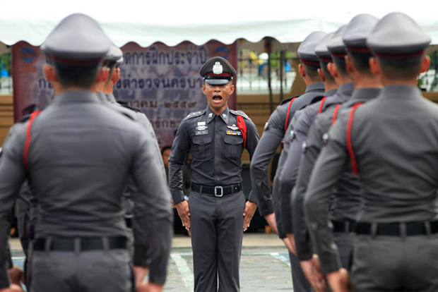 Thai police officers are practicing to join a competition on the training on July 5, 2016. (Photo by Chanat Katanyu)