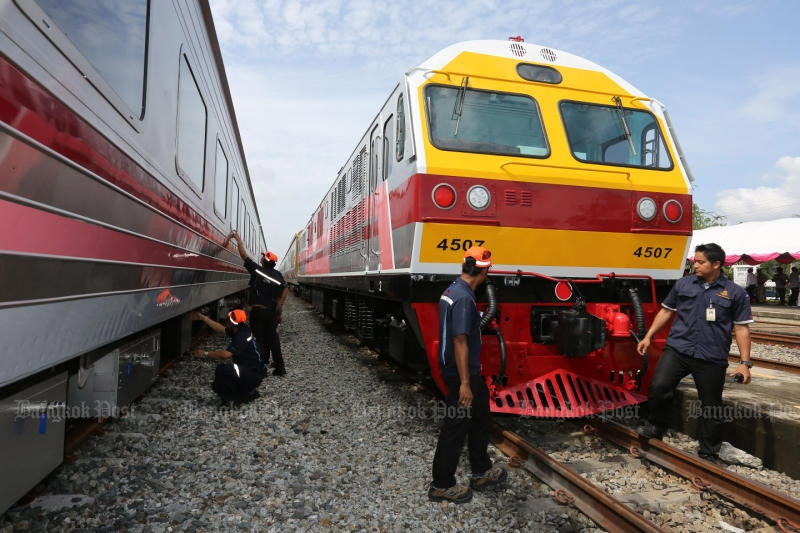 The State Railway of Thailand shows its brand-new trains in Chon Buri province on Thursday. (Photo by Pattanapong Hirunard)
