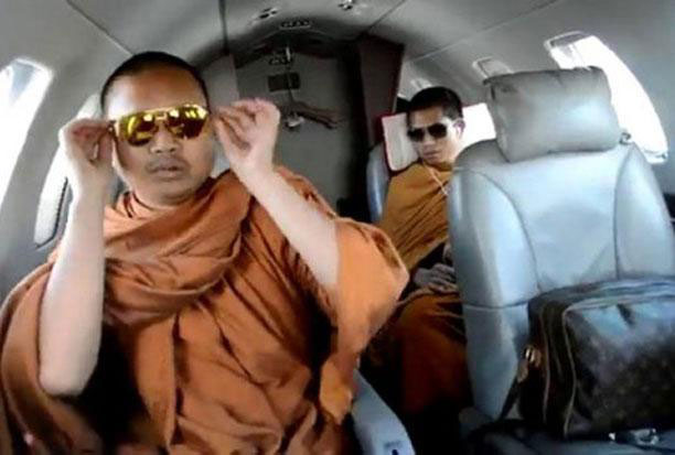 Video footage of Wirapol Sukphol, formerly monk Luang Pu Nen Kham travelling on a private jet carrying an expensive designer bag started a major scandal back in 2013 that eventually led him to fleeing abroad. The DSI revealed on Friday that the disgraced fugitive had been arrested in the United States.