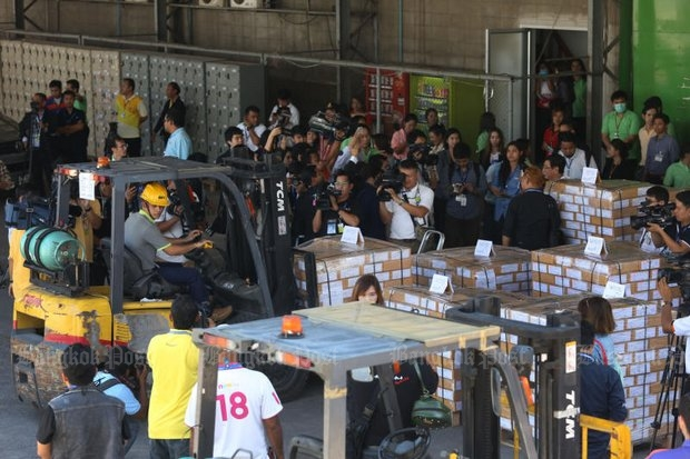 Media and employees mill around Monday at the Chan Wanich Security Printing Co facility in Samut Prakan's PhraPradaeng district, where ballots are being boxed and sent to polling places. (Photos by Pattanapong Hirunard)