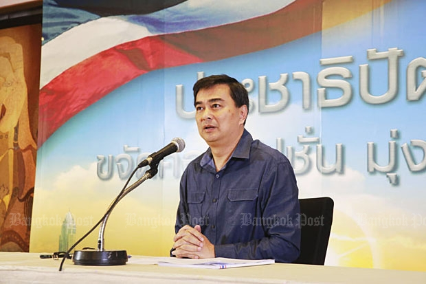 """Democrat Party leader Abhisit Vejjajiva announces his """"vote no"""" stance on the new draft charter at party headquarters on Wednesday. (Photo by Taweechai Tawatpakorn)"""