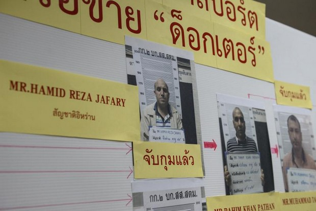 A mugshot of Iranian passport forger 'The Doctor' Hamid Reza Jafary, left,  displayed with his cohorts at the Immigration Detention Centre in Bangkok on July 22, 2016.  AFP photo)