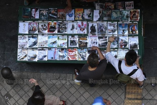 Intellectual Property Department says military-led raids will target blatant piracy sites in malls and streets, such as this DVD seller on Sukhumvit Road. (File photo by Patipat Janthong)