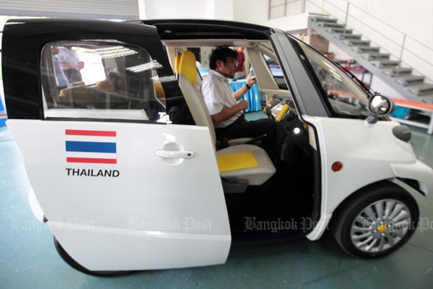 A four-seat electric car, which claimed to be the smallest of its kind in the world, is shown at Thai-Nichi Institute of Technology in Bangkok last year. The cabinet on Tuesday decided to seriously promote the manufacturing of electric vehicles in the country. (Photo by Pawat Laopaisarntaksin)