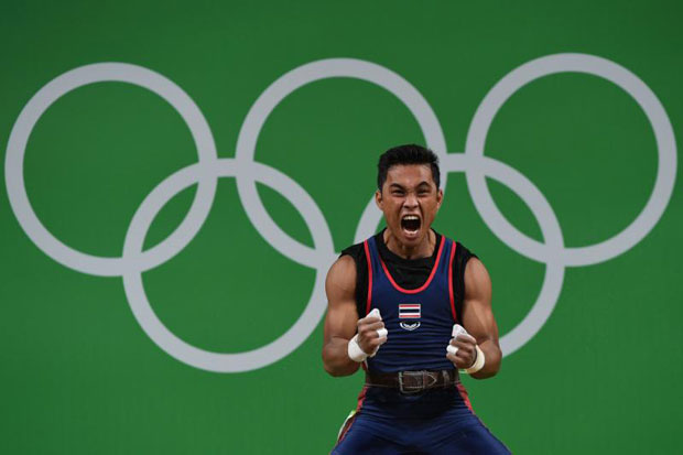 Sinphet Kruaithong competes during the men's 56kg weightlifting event at the Rio 2016 Olympic games in Rio de Janeiro on August 7, 2016. (AFP photo)