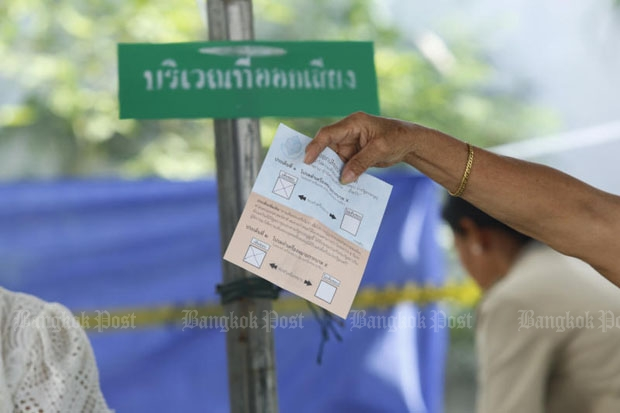 Charter referendum votes are counted in Bangkok's Don Muang district last Sunday. On Thursday Moody's Investors Service says the approval of the new constitution will only reduce near-term uncertainty in the country. (Photo by Tanaphon Ongarttragoon)