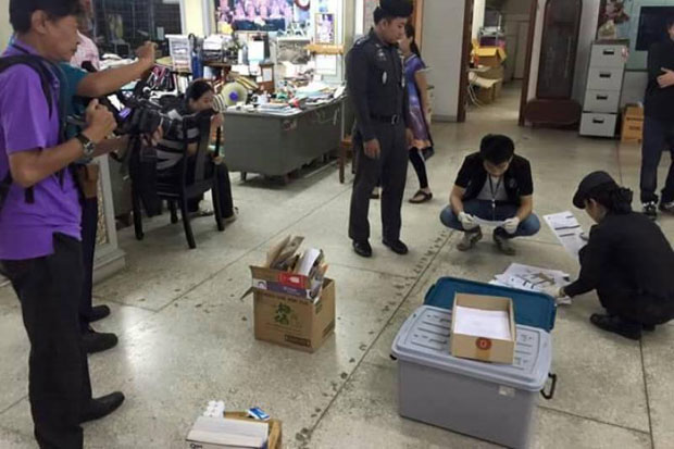Police inspect property belonging to Pheu Thai politicians in Chiang Mai on July 23 before their arrest, allegedly for distorting the contents of the draft charter in letters. (Photo by Cheewin Sattha)