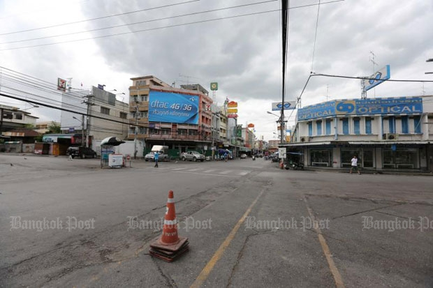 The resort town of Hua Hin, which is usually jammed with tourists during the long weekend, is almost deserted after two bombings less than 10 hours apart. (Photo by Pattanapong Hirunard)