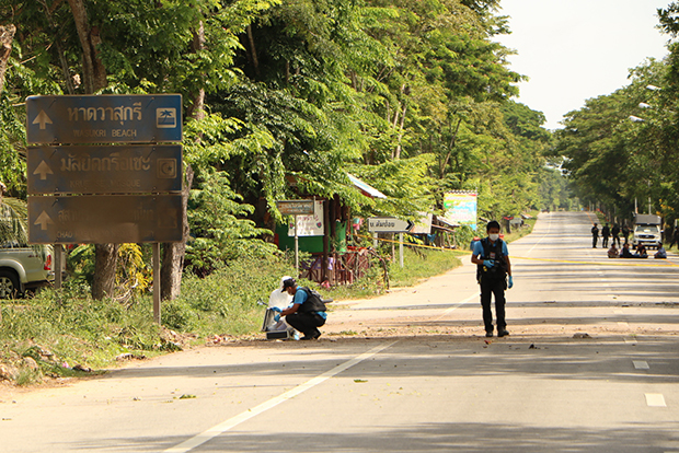 Police gather evidence at the bomb scene in Bacho district of Narathiwat on Monday morning. (Photo by Waedao Harai)