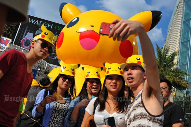 The Tourism and Sports Ministry plans to use the mobile game Pokemon Go to woo tourists to Thailand after southern bombs and arsons last week. (Photo by Wichan Charoenkiartpakun)