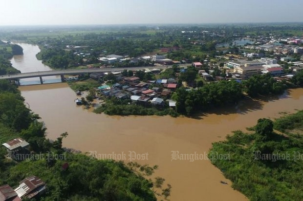 The Yom River broke its banks in Phitsanulok's Phrom Phiram district Sunday as floodwaters from the North cascaded southward, triggering flood alerts for all Mekong River dwellers. (Photo by Chinnawat Singha)