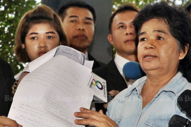 The infamous Monta 'Ying Kai' Yokrattanakan made a huge error when she took accused Praphawan Jaikla (left) and her mother Praphaporn Thongfueng of theft. The duo took the complaint to higher police authorities and have been completely cleared of any crime, while 'Ying Kai' is in prison, probably for the rest of her life. (Photo by Apichit Jinakul)