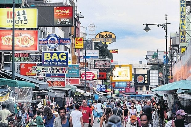 No one ever has accused Khao San Road and surrounding areas of being peaceful and orderly, but that is the aim once again of the Bangkok Metropolitan Administration (BMA) in its latest clean-up and social order campaign. (Bangkok Post file photo)