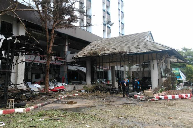 The Southern View Hotel in central Pattani province was severely damaged by the two bomb blasts late on Tuesday night. The death toll rose to two when an injured elderly man succumbed to excessive bleeding on Thursday night. (Photo by Abdulloh Benjakat)