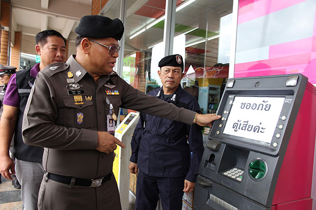 Pol Gen Panya Mamen inspects an ATM at the Kor Kit Petroleum station in Phunphin district of Surat Thani on Saturday. It was one of four machines in the province where a total of 2.6 million baht in cash had been stolen. (Photo by Supapong Chaolan)
